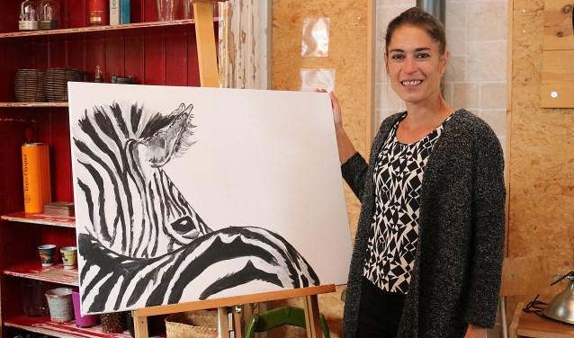 Aquarellist Marleen Lammers-den Hollander maakte recentelijk ook een start met acrylverf op doek. FOTO: Hanny van Eerden