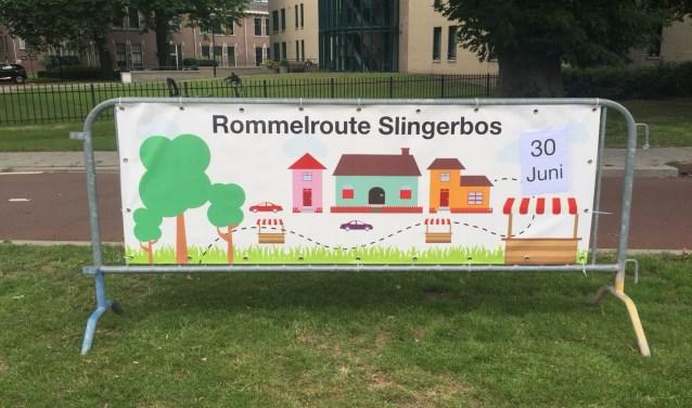 Het reclamebord aan het begin van de wijk staat al klaar.