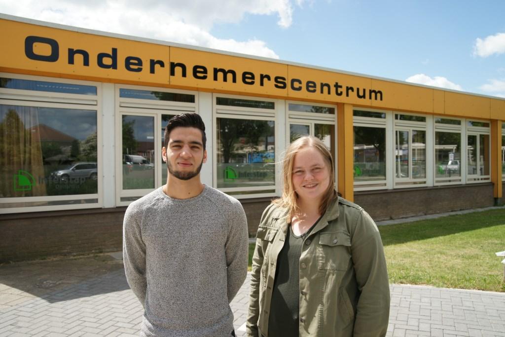 Kay van Lier en Annalise van Veelen, eerstejaarsstudenten van de opleiding Sociaal Werk aan ROC Rijn IJssel.