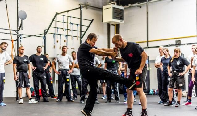 De Krav Maga les van instructeur en expert Tamir Gilad was een groot succes. Foto: Freek van Hezik