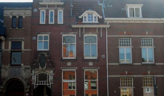 Verzorgde ornamentiek van de voormalige fabrikantenwoning aan de Oranje Nassaulaan 28. Foto: Josephine Peren.