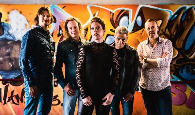 RU Kiddin met zangeres Ellen ter Braak is een van de optredende bands. Foto: Wouter Loeve