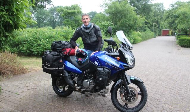 André Feenstra gaat met zijn motor 18000 afleggen naar Nepal, eind oktober hoopt hij terug te zijn in Nederland