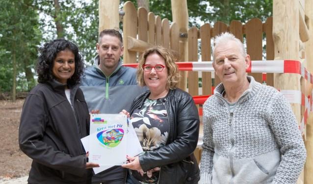 Speeltuin Gewoon Buiten ontving 1000 euro van de Koninklijke Nederlandse Heidemaatschappij. (foto: Albert Hendriks)