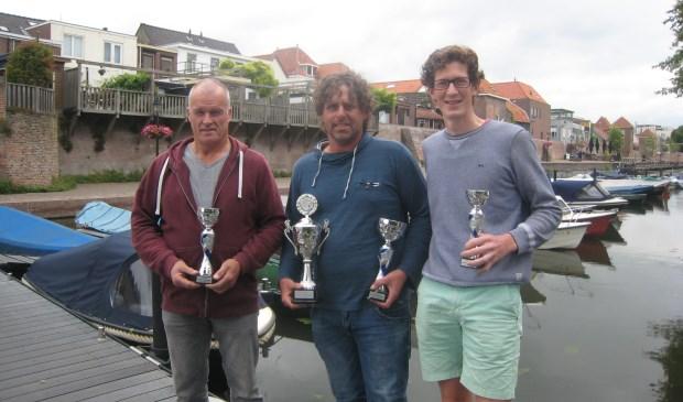 Colin Kooyman (midden) met naast zich (links) Arie van den Oever (tweede plek) en Bart Riezebos (derde plaats). Eigen foto