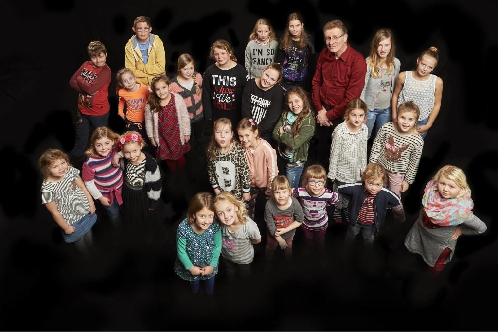 Het kinderkoor van zangvereniging Shake It! uit Duiven.