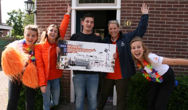 Dany Kreling uit Gameren heeft een cheque van 800 euro om zijn studentenkamer in te richten.