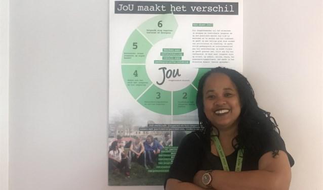 Letitia Dors is al bijna twintig jaar werkzaam bij JoU, een stichting die jongeren een steuntje in hun rug biedt.