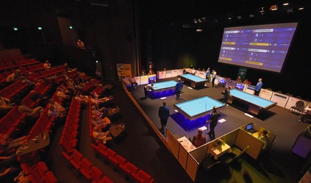 In een zaal met bijna 450 stoelen vallen de tientallen bezoekers in het niet. Het was niet echt druk in De Bussel.