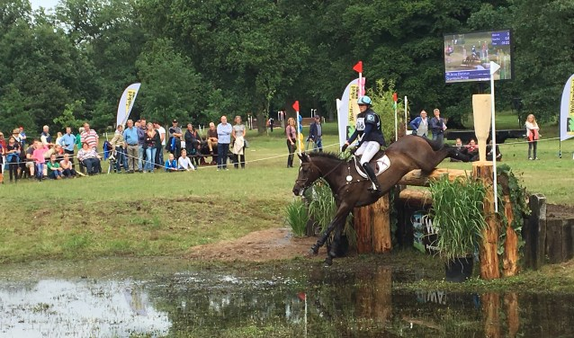 Spetterende cross tijdens de Maarsbergen International Horse Trials.