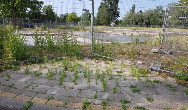 De beoogde plek voor de wijk Vredehorst ligt er momenteel troosteloos bij.