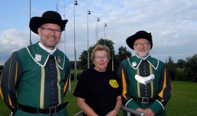 De Groeningse Gildenfestijn-organisatoren Jac Gerrits (links), Lucy Kusters en Theo Kuijpers zijn er helemaal klaar voor. (foto: Tom Oosthout)