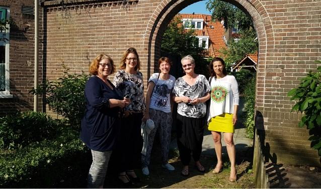 V.l.n.r.: Bries Heijnen (voorzitter BC), Anne Janssen, Petra van Amersfoort, Sonja van Dam (secretaris BC) en Salihe Seyman. (foto: Jan Elsenaar)