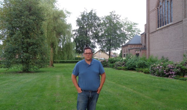 Bart Brom op de plek waar het 10 juni één brok gezelligheid is.
