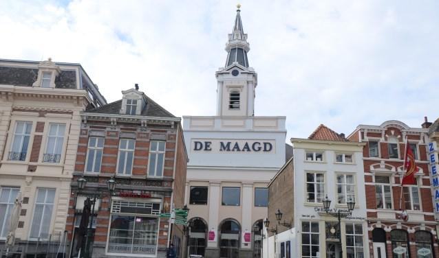 Een van de fietsroutes in 't Brabants Kerkenboekske gaat door Bergen op Zoom heen. De fietser maakt onder meer kennis met Theater De Maagd in Bergen op Zoom. Dit is een erg geslaagd voorbeeld van een herbestemming van een aan de eredienst onttrokken kerk. FOTO: PAUL SPAPENS