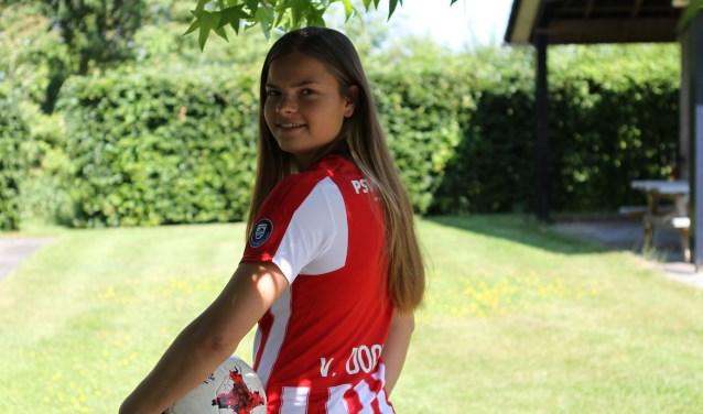 De Oerlese Kayleigh van Dooren is op weg naar een glanzende voetbalcarrière. FOTO: Ad Adriaans.