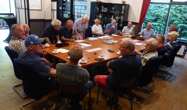 Het animo voor wandelvoetbal voor 60-plussers is groot. Zo bleek ook tijdens de oprichtingsbijeenkomst van de Old Stars bij voetbalvereniging DESK in Kaatsheuvel.