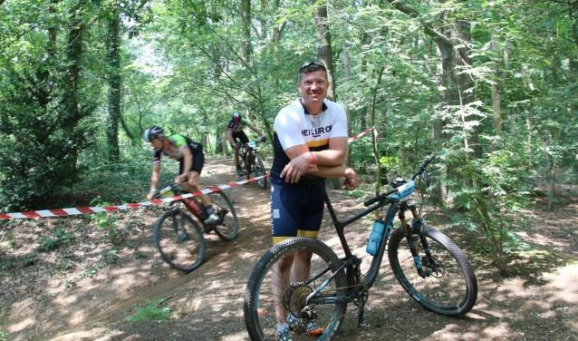 Marco Gregoor is vaste deelnemer bij het Wielerfestival Montferland. Dit jaar was de tocht extra zwaar, want het was erg warm en stoffig voor de deelnemers. (foto: Elsie Schoorel)