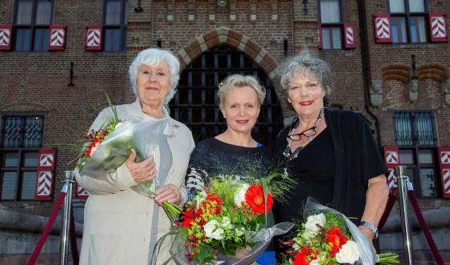 Anne-Wil Blankers, Willeke van Ammelrooy en Renee Soutendijk op het bordes van Kasteel de Haar na de feestelijke opening 'Films & Sterren op De Haar'.