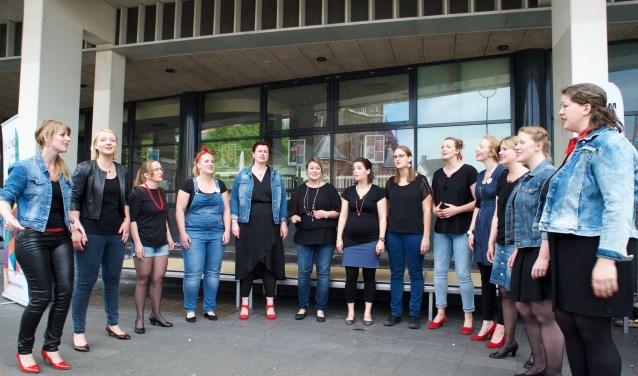 Tilburg in Koor is een wandeling van pop naar jazz en van opera naar musical en klassieke muziek. Van kinderkoren, klassieke koren tot gospelchoirs.