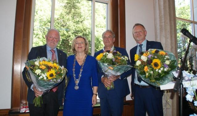Burgemeester Annemiek Jetten met de afscheidnemende wethouders. (Foto: Peter Spek)