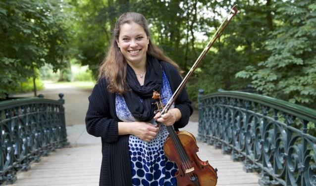 Carla Leurs is de soliste tijdens het zomerconcert van Symfonia Jong Twente.