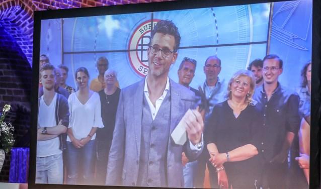 Erik Dijkstra kon de prijs niet persoonlijk in ontvangst nemen omdat hij voor een documentaire in het buitenland zit. Vandaar dat er vooraf een filmpje was opgenomen. Dat werd in de kerk vertoond.Foto: Abbink Fotografie