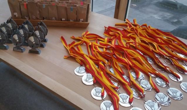 Naast prijzen voor de eerste drie teams per poule kregen alle deelnemers een medaille. (Foto: Privé)