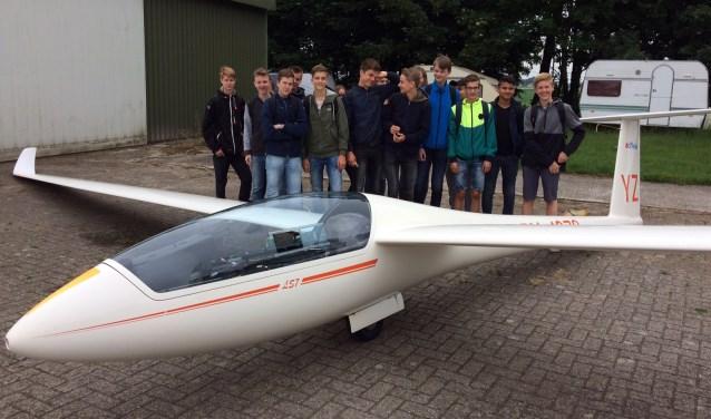 Vol spanning wachten de Groevenbeek-leerlingen voor ze de lucht in gaan.