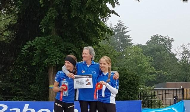 De Winnaars van de 84 kilometer: Natascha van Galen, Marijke Visser en Anne Marijn Kok. FOTO: Sandra Oonincx