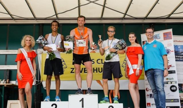 De winnaars van de 15 km heren. Foto: Janvanwoerden