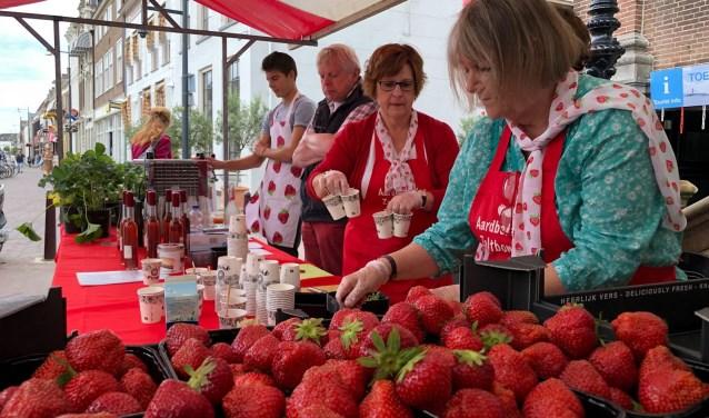 Tientallen vrijwilligers van TRIP Bommelerwaard hebben dit aardbeienweekend mogelijk gemaakt. Foto: Peter-jan van Steenbergen