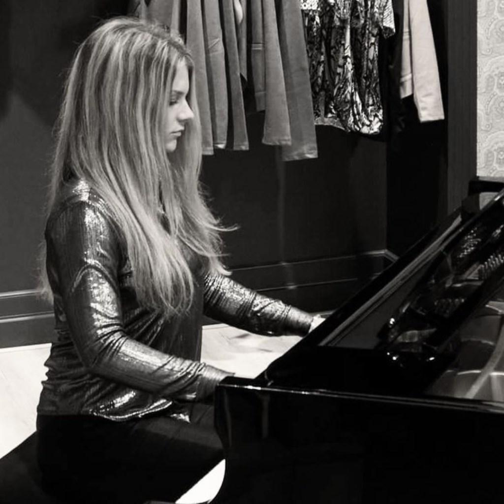 Pianiste Laura Troost.  © Persgroep