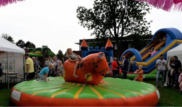 De activiteiten voor de kinderen zijn gratis. Zo kunnen ze zichzelf uitleven op de springkussens.