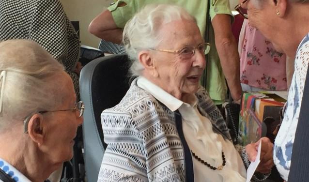 Mevrouw Pijlen was jarig en dat moest groots gevierd worden!