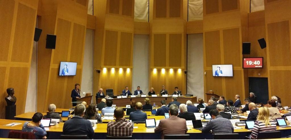 De (oude) gemeenteraad van Helmond bijeen. Foto: Henk van Dijk.