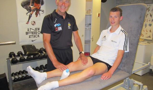 Verzorger-masseur Martin Zorge geeft zijn handen na 44 jaar trouwe dienst rust. Als masseur dan, want Martin zet z'n hervonden vrije tijd in op de tennisbaan. Ook heeft Martin meer tijd voor z'n andere passie: het verzamelen van voetbalspeldjes.