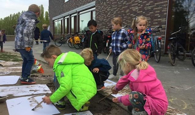 Buitenspelen is super belangrijk, maar wordt steeds minder vanzelfsprekend. Daarom organiseren Jantje Beton en kinderzender Nickelodeon al meer dan 10 jaar de nationale Buitenspeeldag.