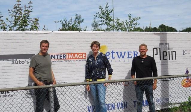 Met van links naar rechts: Ronald Löhr, Kika Hogendoorn en Charles Abrahamsen. FOTO: Nik Mandemakers