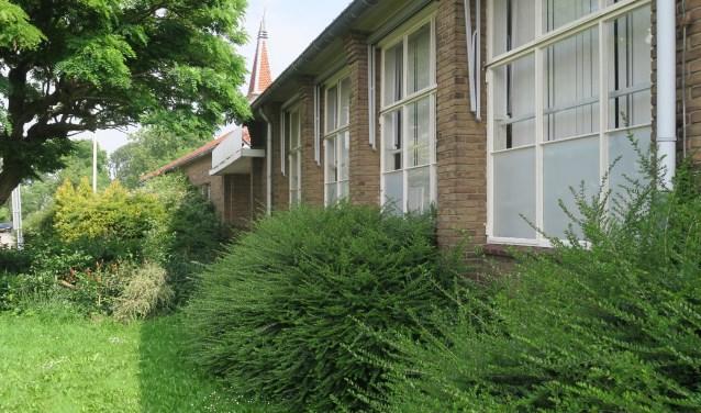 De school is een markant gebouw. (tekst en foto Geert van Someren)