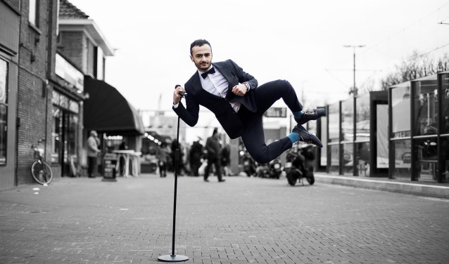 Zaterdag 7 juli treedt cabaretier Farbod Moghaddam op Internationaal Cultureel Festival in de Junushoff.