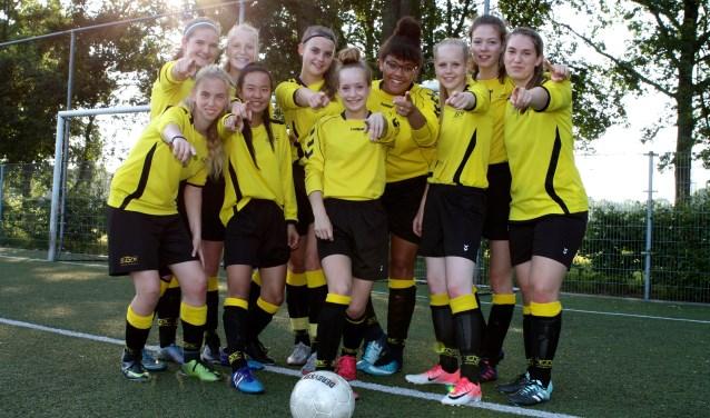 De meiden van CJVV MO19-1 dagen jou uit mee te doen met het meidenvoetbal bij CJVV.