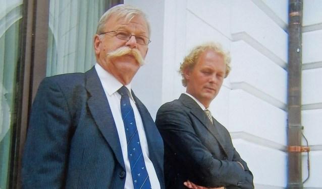 Andries Koning 'de schilder met de snor' en zijn zoon Arie-Jan Koning. Zij komen uit een echte schildersfamilie: de vader en broer Arnold van Andries waren ook schilders. Foto: archief familie Koning