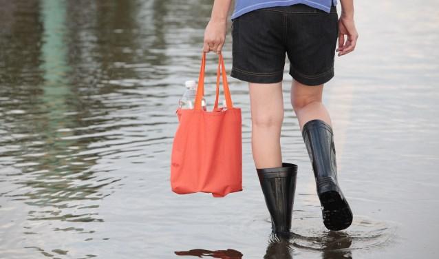In sommige plaatsen in Zeeland kregen ze het zwaar te verduren met veel regen, onweer en flinke hagelbuien. FOTO: Shutterstock