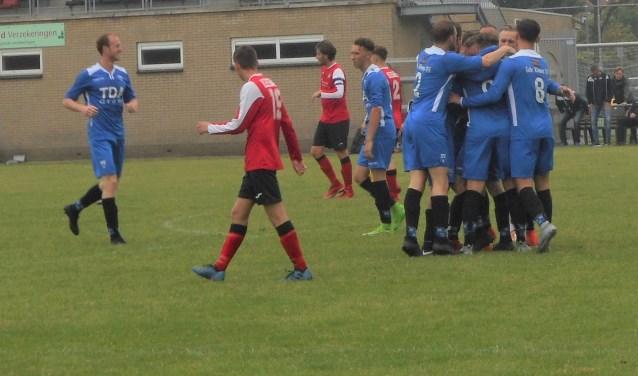 Wieldrecht juichend onderweg naar de finale van de nacompetitie, zaterdag thuis tegen Tholense Boys.