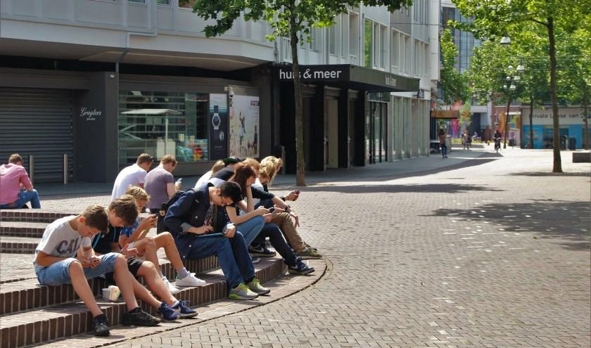 Jongeren in de gemeente Hellendoorn kunnen hun mobiel deze zomer thuis laten. Jongerenwerk heeft een mooi programma.