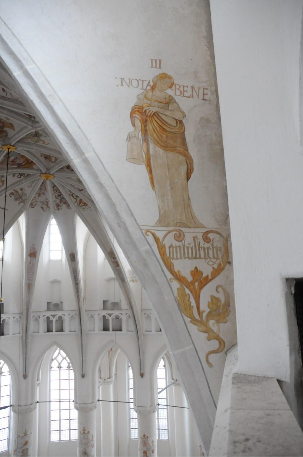 De schilderingen in de Grote Kerk van Harderwijk zijn aan restauratie toe