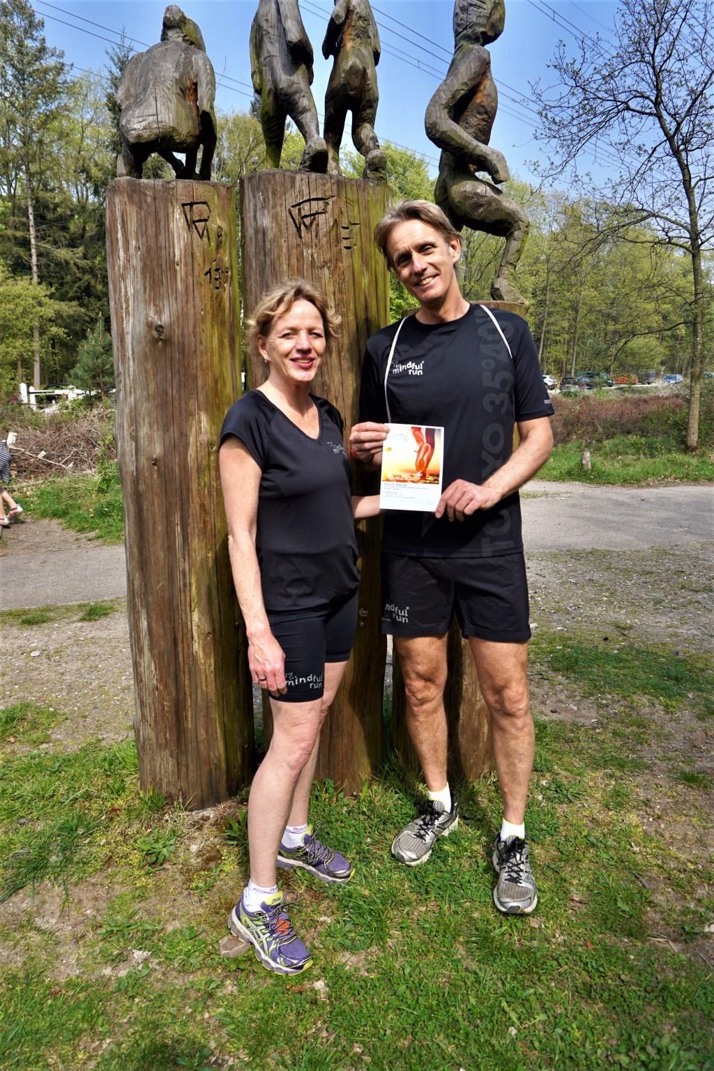 De Mindful Run instructeurs Jolanda de Bruin en Dennis Leemeijer. Foto: Jakob Schuiringa