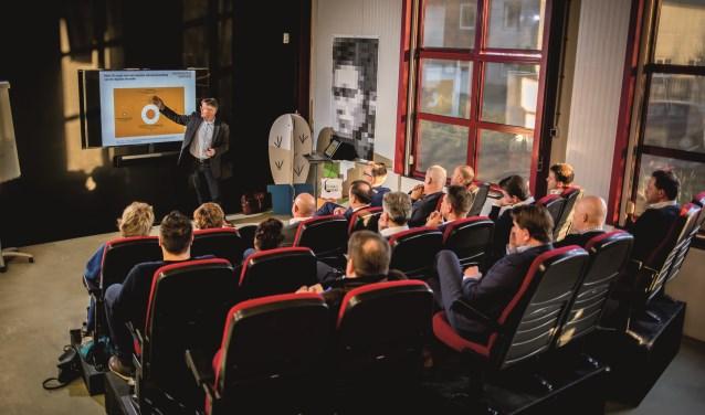 Ondernemers leren over het ondernemen bij communicatieregisseurs in Dodewaard. (Foto: PR)