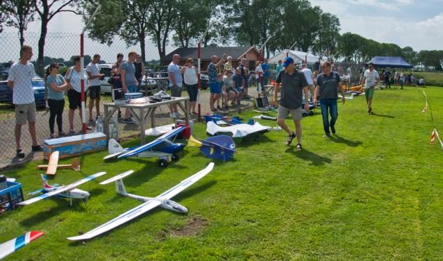 De vastevleugelvliegers met schaalmodellen van een onder andere MIG29 en Piper Cubs tot aan ultrasnelle Funjets met snelheden van 350 kilometer per uur. foto: Arnold van der Linden